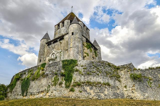 Приобретение французского замка в собственность